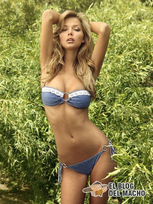 mujeres guapas en traje de bano: